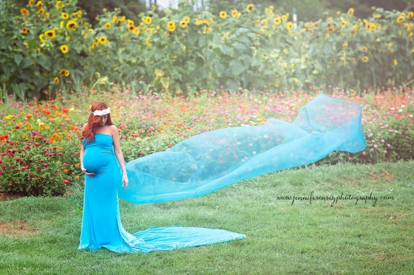 Dad Photobombs pregnancy photo